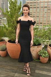 Kate Beckinsale teamed her dress with black T-strap sandals.