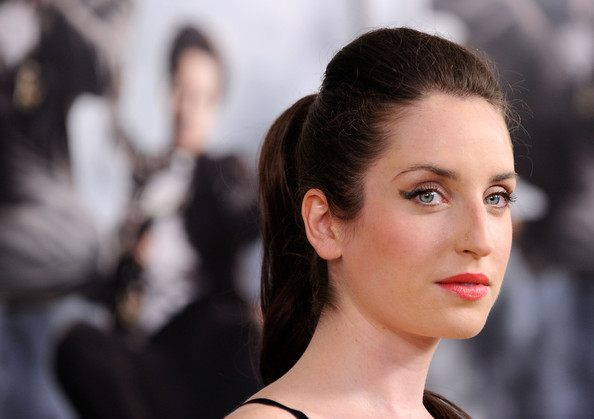 Zoe opted for a simple, yet elegant ponytail with added volume on top.