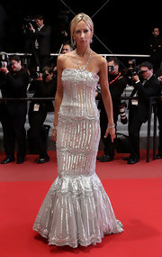 Lady Victoria looked simply stunning in ia silver beaded, floor-length mermaid gown. The shimmering frock highlighted her slim figure and sunkissed tan.