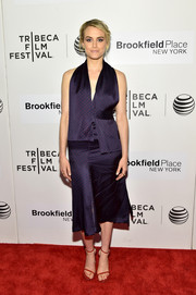 Taylor Schilling did a bit of color blocking, pairing her purple dress with red Stuart Weitzman Nudist sandals.