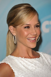 Julie Benz styled her hair in a sleek ponytail with bangs that swept across her face.