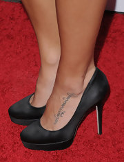 Jenna showed off her foot tattoo while hitting the PETA gala in Los Angeles.