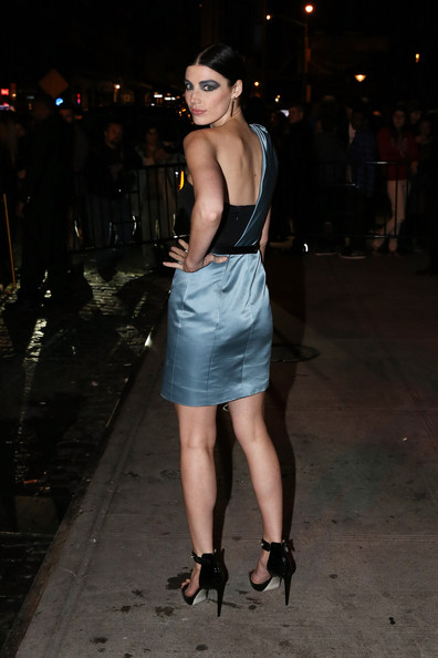 More Pics of Jessica Pare One Shoulder Dress (1 of 3) - Dresses & Skirts Lookbook - StyleBistro