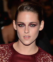 Kristen's green eyes simply popped thanks to this berry eye color that spanned her whole lid and even under her eye!