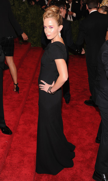 More Pics of Emily Blunt Bobby Pinned Updo (1 of 13) - Emily Blunt Lookbook - StyleBistro