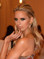 Karolina Kurkova's long blonde hair looked cool and sleek with this slicked back and teased 'do.
