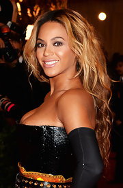 Beyonce's shiny lips kept her beauty look totally radiant at the Met Gala.