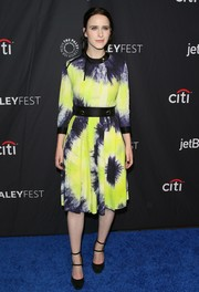Rachel Brosnahan paired her dress with black double-strap pumps.