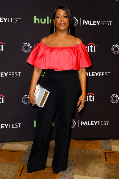 Niecy Nash topped off her look with a 'Memoirs of a Geisha' book clutch.
