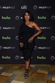 Angela Bassett kept it super sophisticated all the way down to her black filigree sandals.
