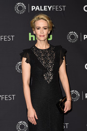 Sarah Paulson paired a black and gold box clutch by Charlotte Olympia with a lacy dress for the PaleyFest LA closing night presentation.
