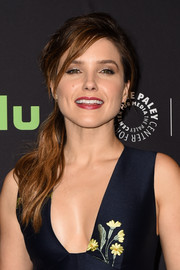 Sophia Bush looked lovely wearing this loose side ponytail during PaleyFest LA.