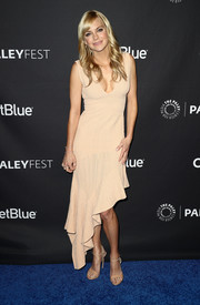 Anna Faris was breezy and chic in a nude Ronny Kobo midi dress with an asymmetrical hem during PaleyFest Los Angeles.