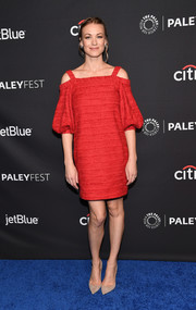 Yvonne Strahovski cut an ultra-girly figure in a red Oscar de la Renta cold-shoulder dress with puffed sleeves during PaleyFest Los Angeles.