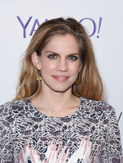 Anna Chlumsky sported a casual wavy hairstyle during the Paley Center 'Veep' event.