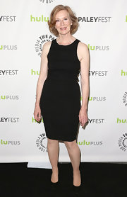 Frances Conroy kept her red carpet look classically minimalistic with this little black dress.