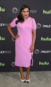 Mindy Kaling paired her dress with black-and-white cap-toe pumps.