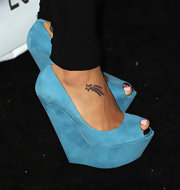 Naya Rivera walked the carpet at the Glee event where she showed off her shooting star tattoo.