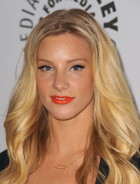 Heather Morris added a sparkling touch to her look with shimmering gold shadow. A heavy liner and lengthy lashes completed her look.