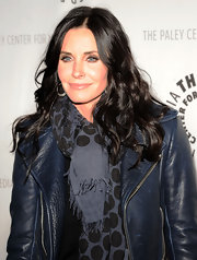Courteney Cox attended a viewing of 'Cougar Town' wearing her long hair in shiny waves.