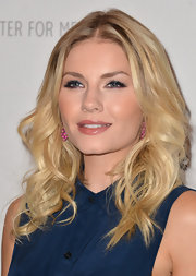 Elisha Cuthbert's eyes looked wide and alive, thanks to a fabulous pair of falsies.