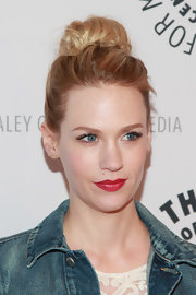 Bright red lips looked totally classic on January Jones' porcelain skin.