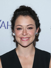 Tatiana Maslany opted for a simple textured updo when she attended PaleyFest New York 2015.