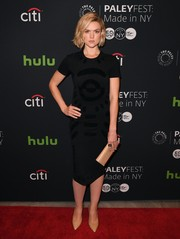 Erin Richards completed her minimalist look with a nude patent clutch.