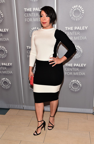 Selenis Leyva completed her well-coordinated outfit with the Escada Shiskin pencil skirt.