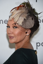 Vanessa Williams got fancied up with this feathered fascinator for the Pamella Roland fashion show.