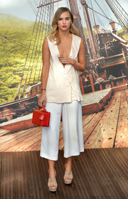 For a pop of color to her outfit, Suki Waterhouse accessorized with a boxy red Mark Cross bag.