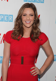 Jill Wagner wore her honey brown tresses in shoulder length curls.