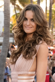 Izabel Goulart looked very girly with her long, bouncy curls at the world premiere of 'Baywatch.'
