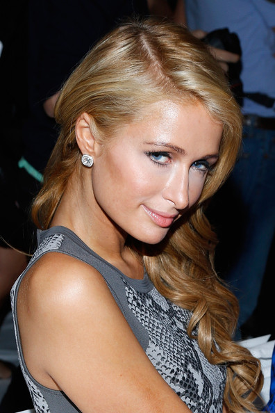 Paris Hilton Side Sweep