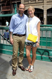 Gwyneth Paltrow finished off her ensemble with a bright pop via a yellow leather shoulder bag.