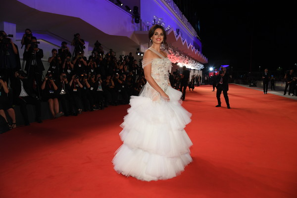 Penelope Cruz One Shoulder Dress [gown,dress,red carpet,fashion,haute couture,carpet,flooring,quincea\u00f1era,event,bride,red carpet arrivals,cruz,sala grande,wasp network,red carpet,lope,venice,pen\u00e3,76th venice film festival,screening]