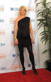 Jenna Elfman wore a black one shoulder maternity dress at the 2010 People's Choice Awards.