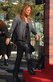 Queen Latifah strolled on stage in a pair of black buckled ankle boots, the perfect on trend addition to classic jeans and an open front cardigan.