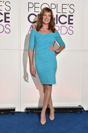 Allison Janney looked effortlessly stylish in a turquoise off-the-shoulder dress at the People's Choice Awards nominations press conference.