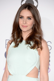 Alison Brie wore her hair in a tumble of curls during the People's Choice Awards.