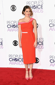 Sasha Alexander added an extra pop of pink with a pair of ankle-tie pumps by Olgana.