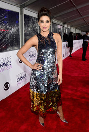 Priyanka Chopra looked totally party-ready in her silver and gold paillette-embellished Vera Wang dress at the People's Choice Awards.
