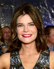 Betsy Brandt styled her hair with bouncy waves for the People's Choice Awards.