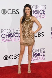 Victoria Justice was showgirl-chic in an ornately beaded mini dress by Yousef Al-Jasmi at the 2017 People's Choice Awards.
