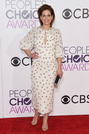 Candace Cameron Bure cut an elegant figure in a beaded midi dress with a keyhole neckline at the 2017 People's Choice Awards.