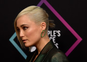 Pom Klementieff looked cool wearing this sleek twisted bun at the 2018 People's Choice Awards.