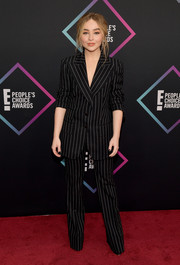 Sabrina Carpenter worked an androgynous vibe in a pinstriped pantsuit by Tom Ford at the 2018 People's Choice Awards.