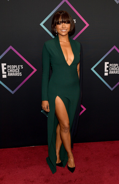 Kat Graham flaunted her cleavage and legs in a deep-V, high-slit green gown by Chalayan at the 2018 People's Choice Awards.
