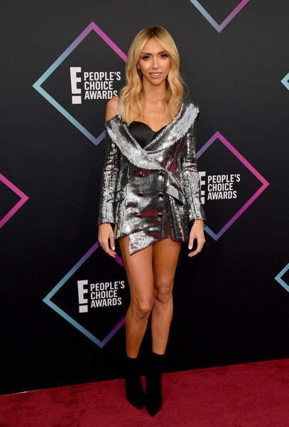 Giuliana Rancic brought major sparkle to the 2018 People's Choice Awards with this deconstructed tux dress by Bao Tranchi.