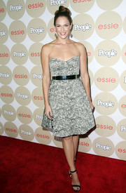 Amanda Righetti looked darling in a strapless print dress during People's Ones to Watch party.